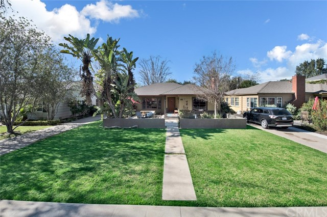 2320 Valencia Street, Santa Ana CA: http://media.crmls.org/medias/8e18ce27-2381-4312-b89d-c74f36aa64a4.jpg