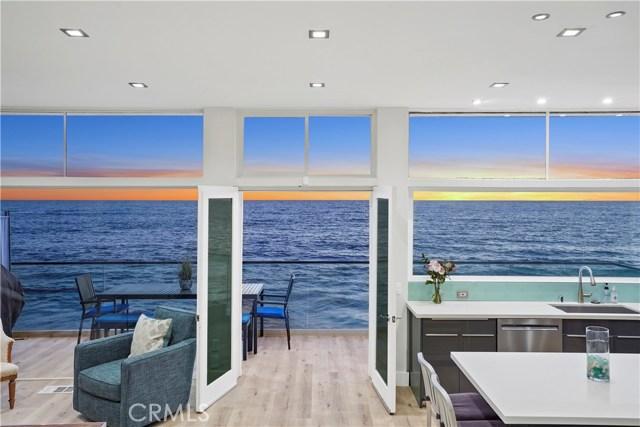 1241 Ocean Front, Laguna Beach CA: http://media.crmls.org/medias/8e31dbc5-62bd-443a-abe1-d418169710d6.jpg