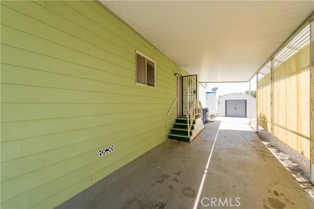 725 W Thornton Avenue, Hemet CA: http://media.crmls.org/medias/8e388245-d15e-4d5c-a133-a96533b0e036.jpg