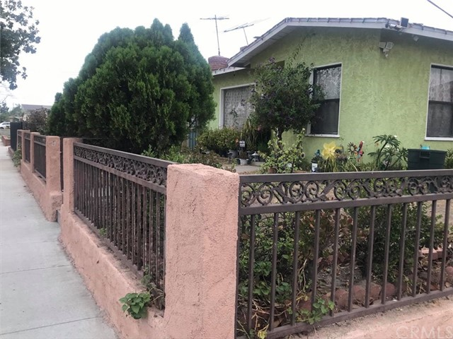 3141 E Sawyer Street, Long Beach CA: http://media.crmls.org/medias/8e71f7d5-f8be-40cb-b669-f4abd055e8d9.jpg