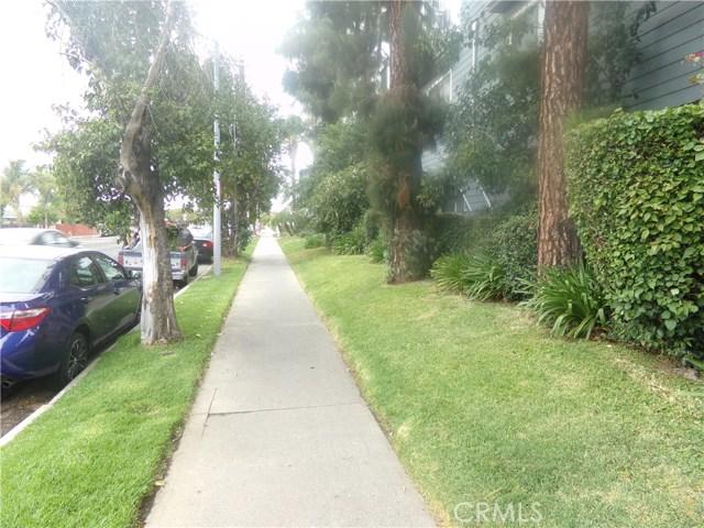 15113 Saticoy Street, Van Nuys CA: http://media.crmls.org/medias/8e7326a1-03a3-492c-88e7-6cedec8e1f29.jpg