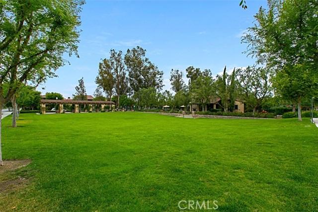 62 Crabapple, Irvine CA: http://media.crmls.org/medias/8e784fab-e850-40e0-8151-33a63fca4020.jpg