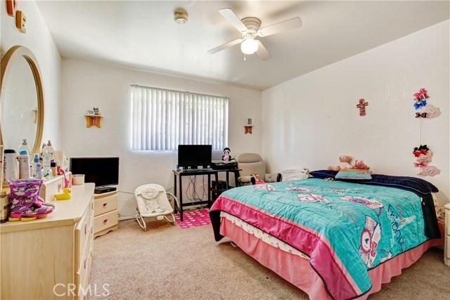 5892 Date Avenue, Rialto CA: http://media.crmls.org/medias/8e8494fe-fc0f-400d-8cdb-82e6436755f5.jpg
