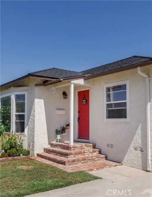 6017 Eberle Street, Lakewood CA: http://media.crmls.org/medias/8e87c52d-e4e0-4cab-8e67-83a5add23209.jpg