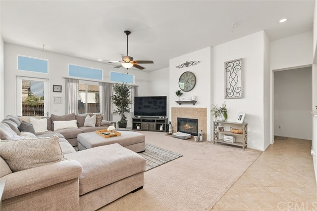 31590 Waterfall Way, Murrieta CA: http://media.crmls.org/medias/8ea377ab-6111-401b-ad9f-f18e4e16992b.jpg
