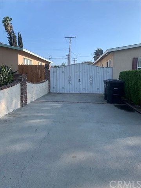 2442 E James Avenue, West Covina CA: http://media.crmls.org/medias/8eba3614-0dd7-4c14-9fc2-c5fcf6bd4361.jpg