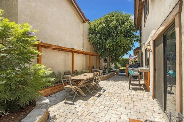 23 Varesa, Irvine CA: http://media.crmls.org/medias/8eba5d47-67c3-4dba-9653-e056ff0ced38.jpg