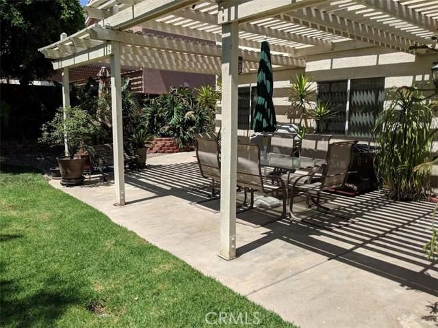2563 Gilbert Avenue, Corona CA: http://media.crmls.org/medias/8ebc07c4-d4ae-49b5-83fe-a57b280ed5da.jpg