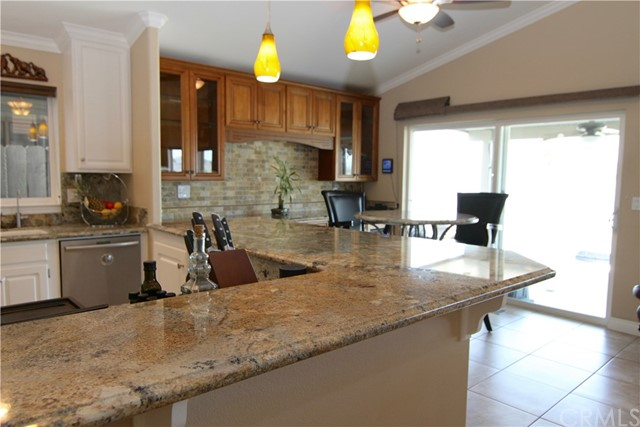 15980 Grand Avenue, Lake Elsinore CA: http://media.crmls.org/medias/8ed557a9-db84-4db6-a61c-fd27719266f6.jpg