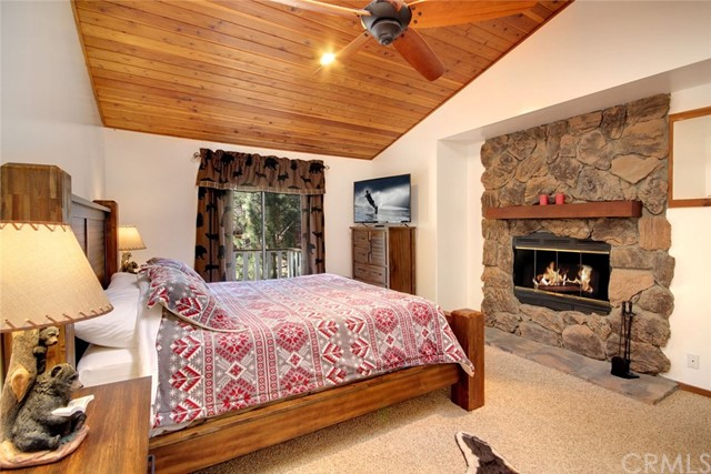 1021 London Lane, Big Bear CA: http://media.crmls.org/medias/8ed83140-04c9-4d5d-9150-30513738923d.jpg