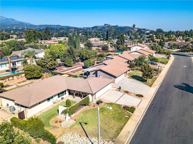 1237 Oak Mesa Drive, La Verne CA: http://media.crmls.org/medias/8edbbc91-a3cf-44f9-81ae-ca63e727d5f8.jpg