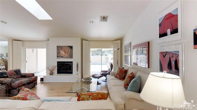 73181 Skyward Way, Palm Desert CA: http://media.crmls.org/medias/8ee1949d-6536-4c1e-bb10-f726788ef360.jpg
