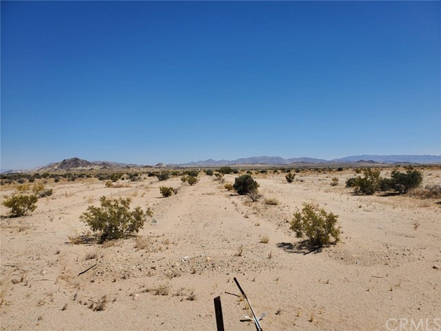 1 Indian Trail, 29 Palms CA: http://media.crmls.org/medias/8efc4384-cf0a-4484-a711-f2d0ada5f6e6.jpg