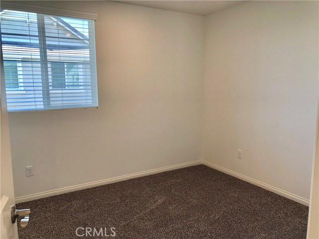 9134 Foster Lane, Chatsworth CA: http://media.crmls.org/medias/8f0ef696-88e5-4f43-9ce3-f89d282648e5.jpg