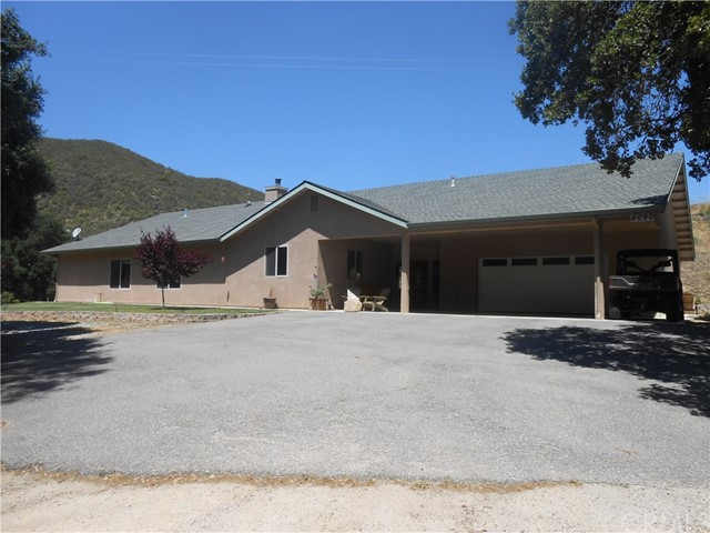 Single Family Home for Sale at 8090 Rocky Terrace Way Creston, California 93432 United States