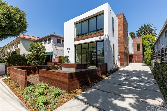 Detail Gallery Image 1 of 24 For 2215 5th St #A,  Santa Monica,  CA 90405 - 3 Beds | 3 Baths