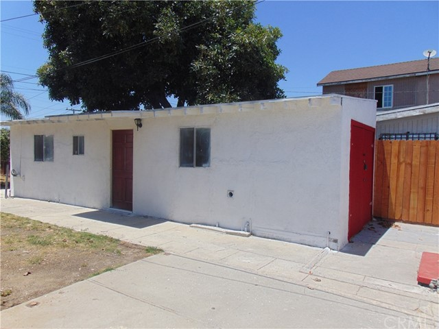 1005 Maple Street, Inglewood CA: http://media.crmls.org/medias/8f722632-59b0-4bf2-be40-ee20dcfaf422.jpg