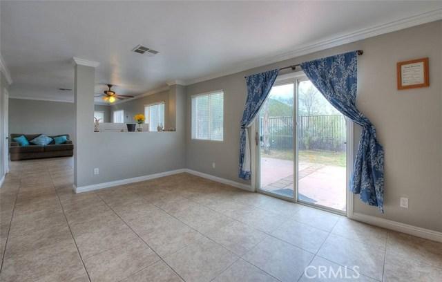 31787 Ridgeview Drive, Lake Elsinore CA: http://media.crmls.org/medias/8f7d8977-aedb-4918-9b94-4d2d47ec11e6.jpg