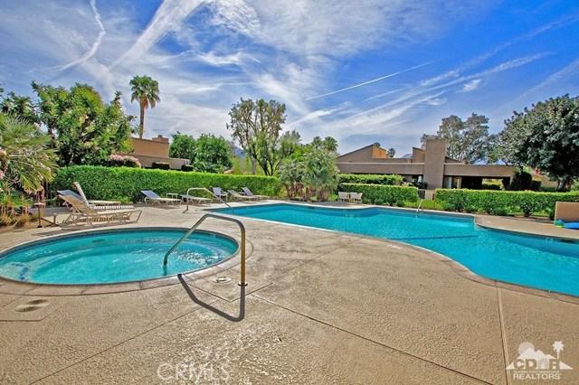 73339 Oriole Court, Palm Desert CA: http://media.crmls.org/medias/8f8bfa76-a16e-4937-a562-28e025d1ad64.jpg