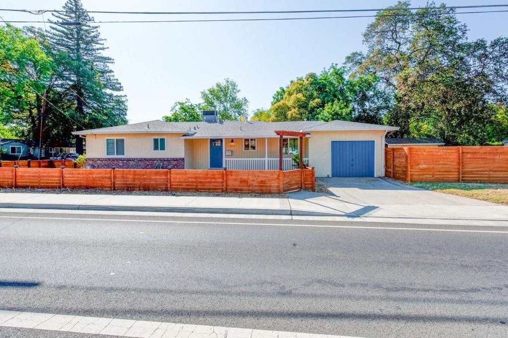 1099 E 1st Avenue, Chico CA: http://media.crmls.org/medias/8f926411-d1d1-4b21-bc34-6713ddecc866.jpg