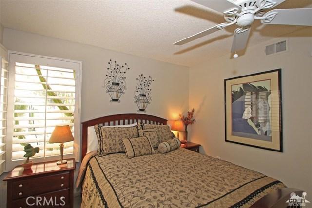 140 Avenida Las Palmas, Rancho Mirage CA: http://media.crmls.org/medias/8fa83c93-b18c-47de-8e61-95b51599d22d.jpg