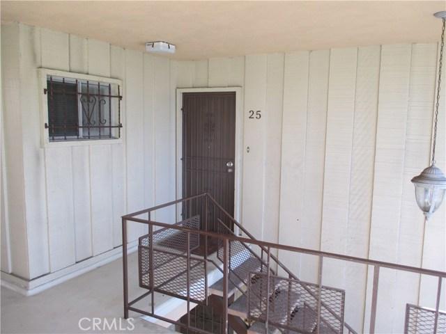 410 N Market Street, Inglewood CA: http://media.crmls.org/medias/8fc31f99-ca47-4da0-ace4-3ce1e3515076.jpg