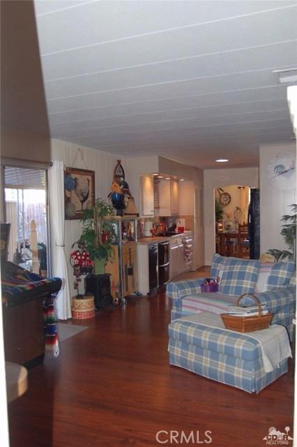 121 Via Valverde, Cathedral City CA: http://media.crmls.org/medias/8fcbfad8-9422-4882-9319-76d370665afe.jpg