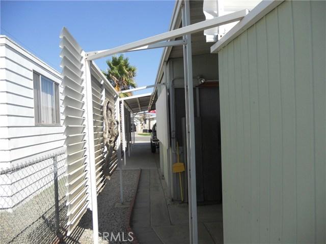 26057 Queen Palm Drive, Homeland CA: http://media.crmls.org/medias/8fdf2cba-6066-4d3a-b0bd-9ef9fed1362e.jpg