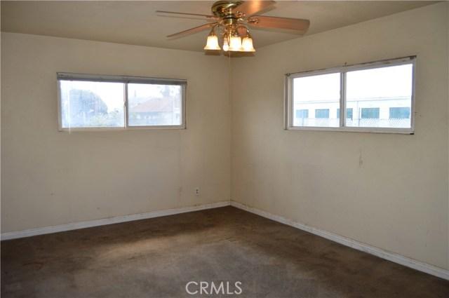 26179 6th Street, Highland CA: http://media.crmls.org/medias/8febd183-f90e-41fc-bfcf-e3b1fd073fd8.jpg