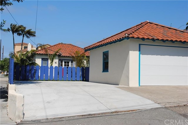 704 B California Street, Huntington Beach CA: http://media.crmls.org/medias/90141f7f-d24f-4455-b3d5-22496401558d.jpg