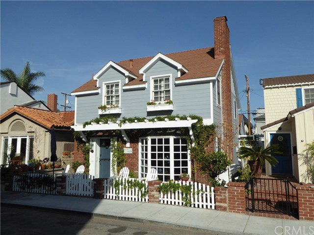 75 Corinthian, Long Beach CA: http://media.crmls.org/medias/9017c6ec-1968-479d-8410-07ae2c3d9f6c.jpg