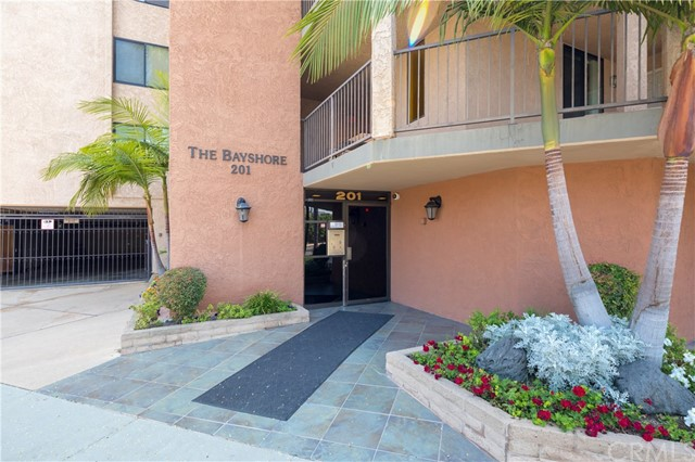 201 Bay Shore Avenue, Long Beach CA: http://media.crmls.org/medias/902cdb86-3ae8-4325-8a29-aebd802d72f0.jpg