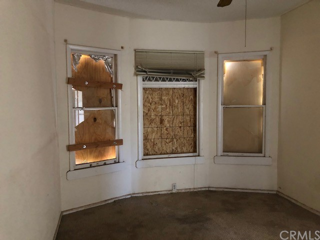 421 Acoma Street, Needles CA: http://media.crmls.org/medias/90403acc-28d1-4ff0-aa42-f6b52bacfbb8.jpg