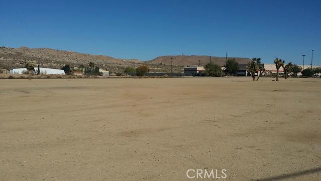 57794 Twentynine Palms, Yucca Valley CA: http://media.crmls.org/medias/9045fc75-74e1-4af5-a881-d8f10fa12296.jpg
