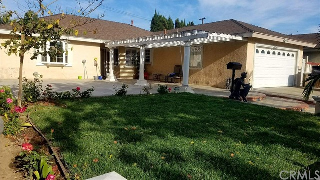 Single Family Home for Sale at 2401 Pacific Avenue S Santa Ana, California 92704 United States