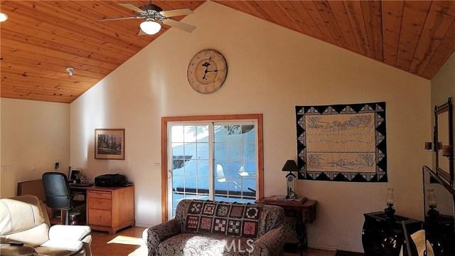 238 Shasta Drive, Lake Arrowhead CA: http://media.crmls.org/medias/9054cc92-0016-406b-9c96-7c44eea21a68.jpg