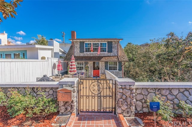 Detail Gallery Image 1 of 23 For 612 Iris Ave, Corona Del Mar, CA 92625 - 3 Beds | 2 Baths