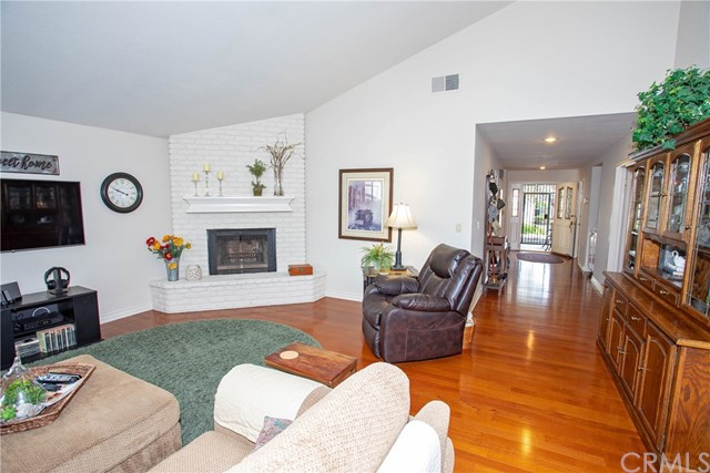 21815 Strawberry Lane, Canyon Lake CA: http://media.crmls.org/medias/909a1455-5661-489f-958f-5c464d02ce6c.jpg