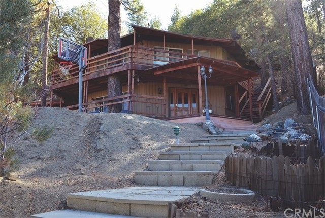 Single Family Home for Sale at 5188 Lone Pine Canyon Road 5188 Lone Pine Canyon Road Wrightwood, California 92397 United States