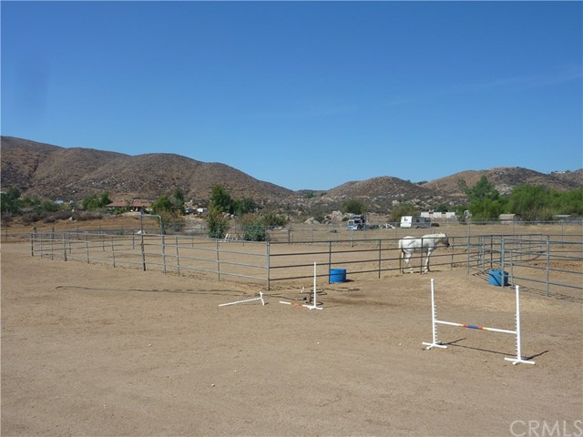 20795 Santa Rosa Mine Road, Perris CA: http://media.crmls.org/medias/90b1b200-2786-45cc-aacd-0fa611448ad7.jpg