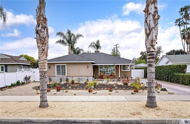 905 OAKDALE Avenue, Fullerton CA: http://media.crmls.org/medias/90bcb7e8-d2b1-41e5-af0c-aec13140ef6d.jpg