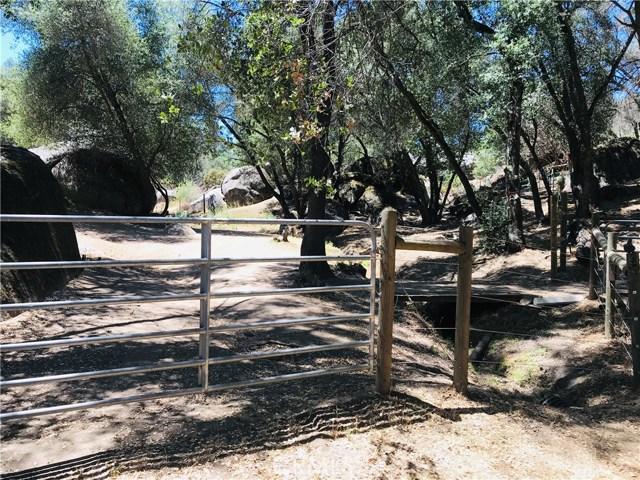 2764 Buck Pass Road, Mariposa CA: http://media.crmls.org/medias/90c3ca1d-01dd-467c-ad32-8cad07d7fd44.jpg