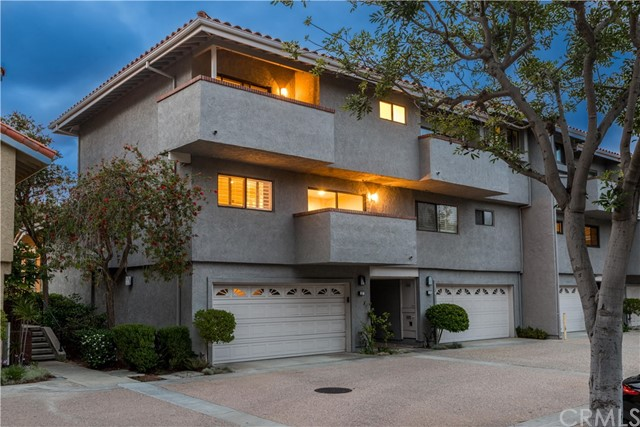 One of Manhattan Beach 2 Bedroom Homes for Sale at 27  Coronado Court