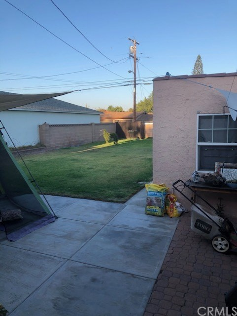 15518 California Avenue, Paramount CA: http://media.crmls.org/medias/9105b177-abea-43bc-acf9-9fe926588886.jpg