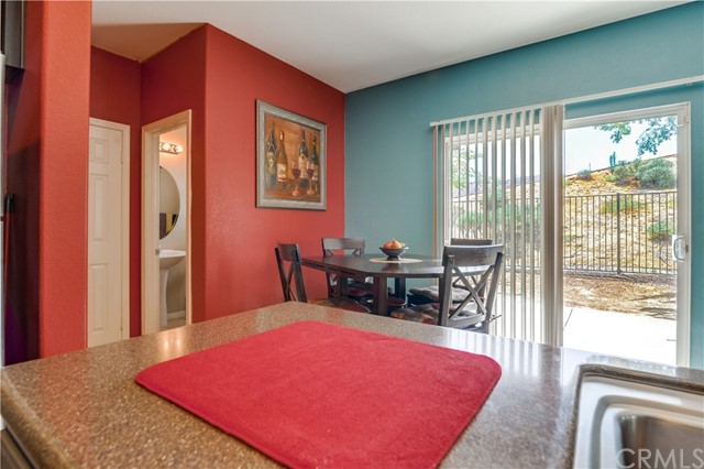 31991 Sugarbush Lane, Lake Elsinore CA: http://media.crmls.org/medias/910c6f2f-b82f-4a1c-9977-72225d592fb3.jpg