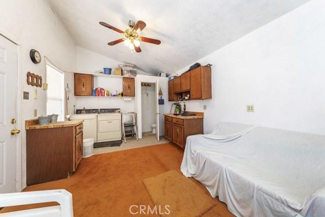 3141 La Habra Avenue, Yucca Valley CA: http://media.crmls.org/medias/9122dc1f-3ca7-42d3-8be3-17fb31447181.jpg