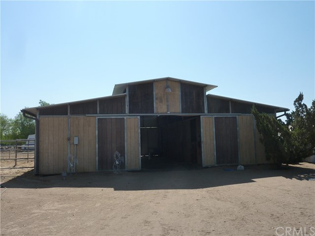 20795 Santa Rosa Mine Road, Perris CA: http://media.crmls.org/medias/913a7477-f0c2-4136-a0d3-d1659d1a9d59.jpg