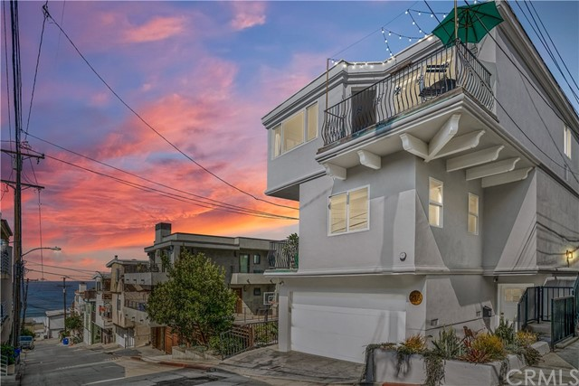 Detail Gallery Image 1 of 51 For 213 Seaview St, Manhattan Beach, CA 90266 - 4 Beds | 3/1 Baths