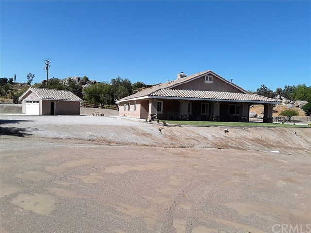 33865 Dutton Lane, Nuevo/Lakeview CA: http://media.crmls.org/medias/91612483-46e7-459d-98b5-a94463680950.jpg