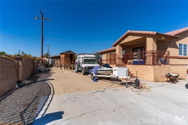 16465 Via el Rancho, Desert Hot Springs CA: http://media.crmls.org/medias/9174f80d-e6b1-4e29-96e6-e3456cffbdef.jpg